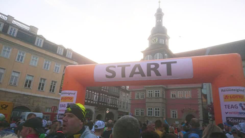 Start des Rennsteig Supermarathons auf dem Marktplatz in Eisenach