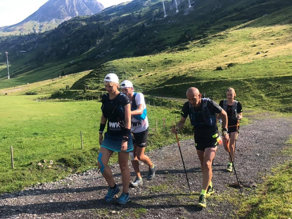Transalpine Run 2019 - schieben und ziehen gehört für manche Teams einfach dazu (c) PlanB