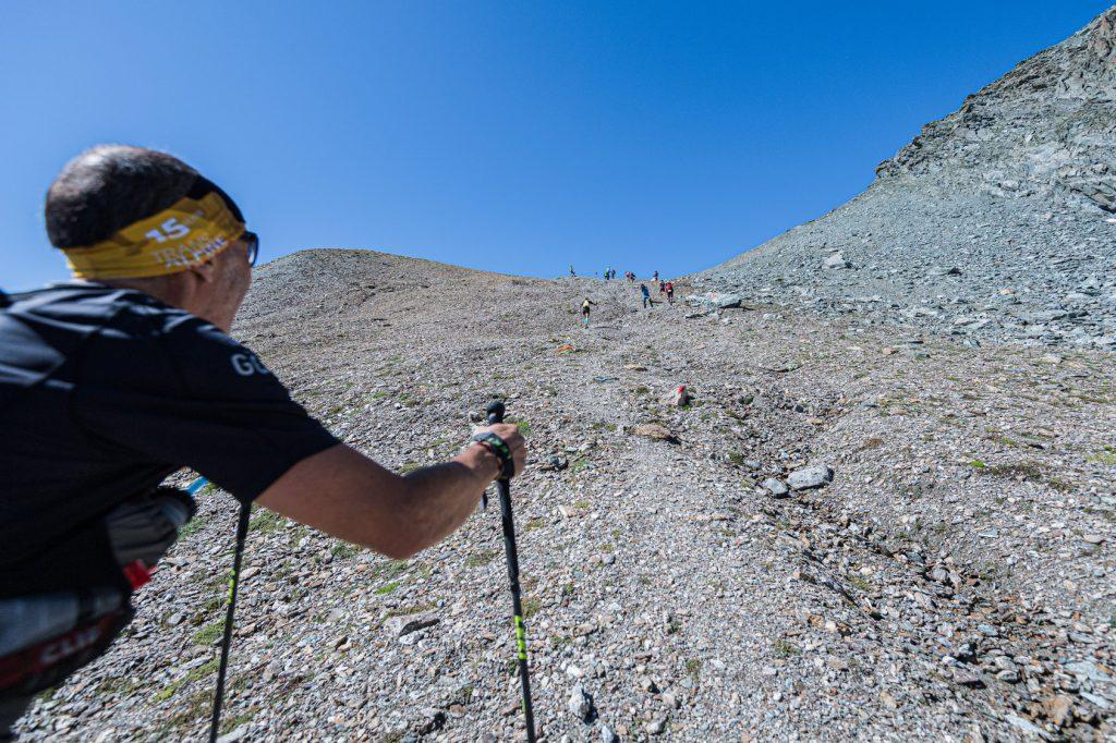 Transalpine Run 2019 - der Weg zur Ochsenscharte geht stur nach oben (c) PlanB / Harald Wisthaler
