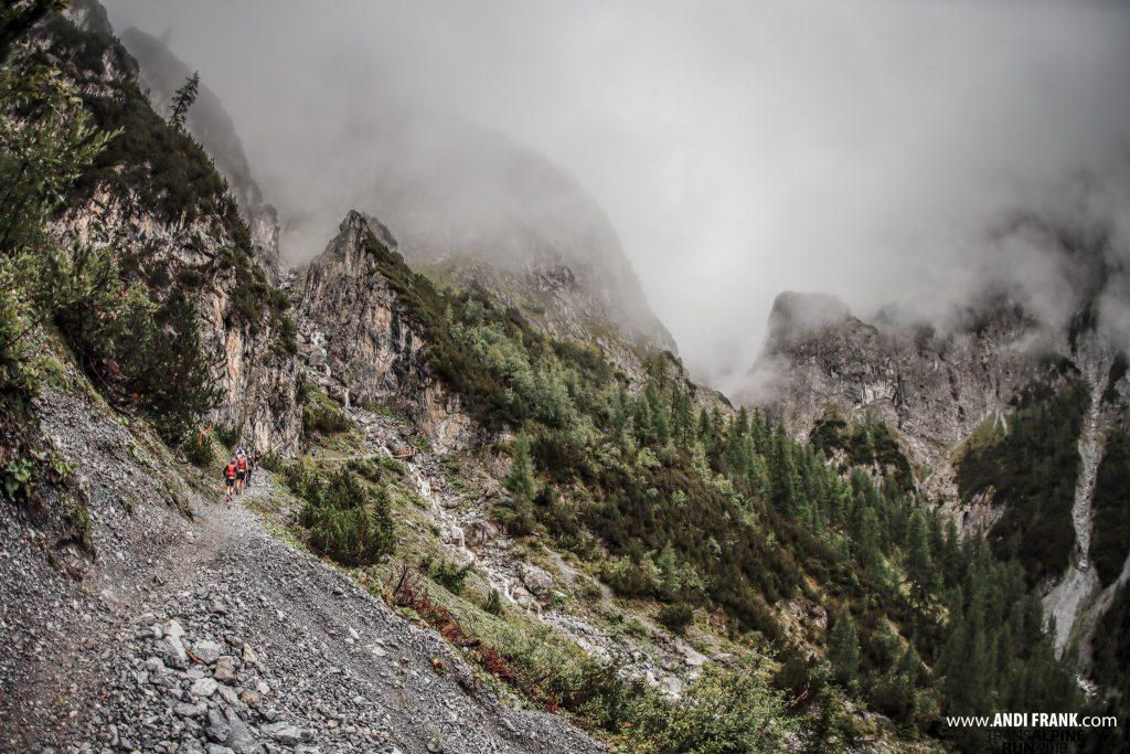 Transalpine Run 2019 - Blick auf die Uina Schlucht (c) PlanB / Andi Frank