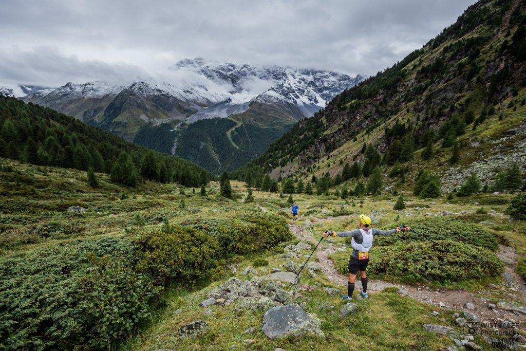 Transalpine Run 2019 - ein letztes Mal Panorama auf der 8. Etappe (c) PlanB / Harald Wisthaler
