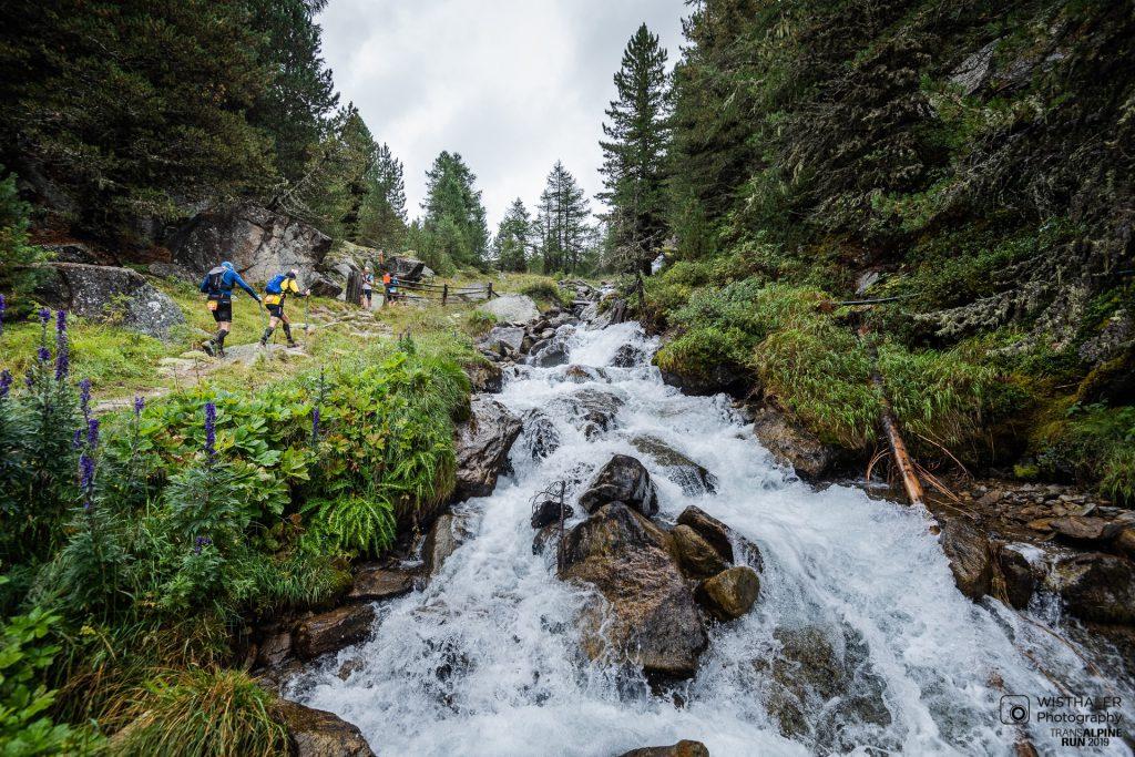 Transalpine Run 2019 - Start des letzten Aufstiegs (c) PlanB / Harald Wisthaler