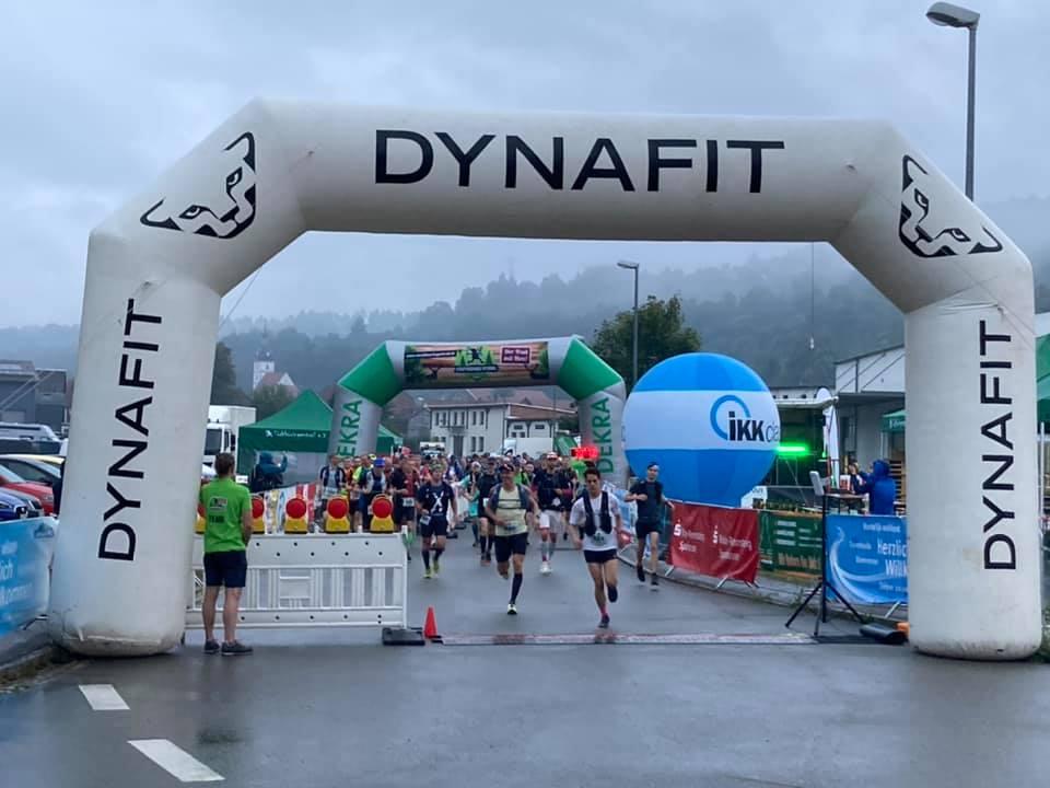 Start des Riesentrail - hell ist es jetzt, aber es bleibt neblig (c) Südthüringen Trail via Facebook